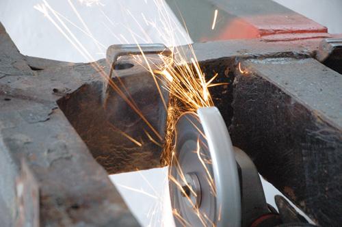 Hecktraverse abschneiden, Land Rover Serie IIa